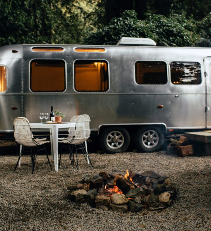Dining-setting-by-airstream