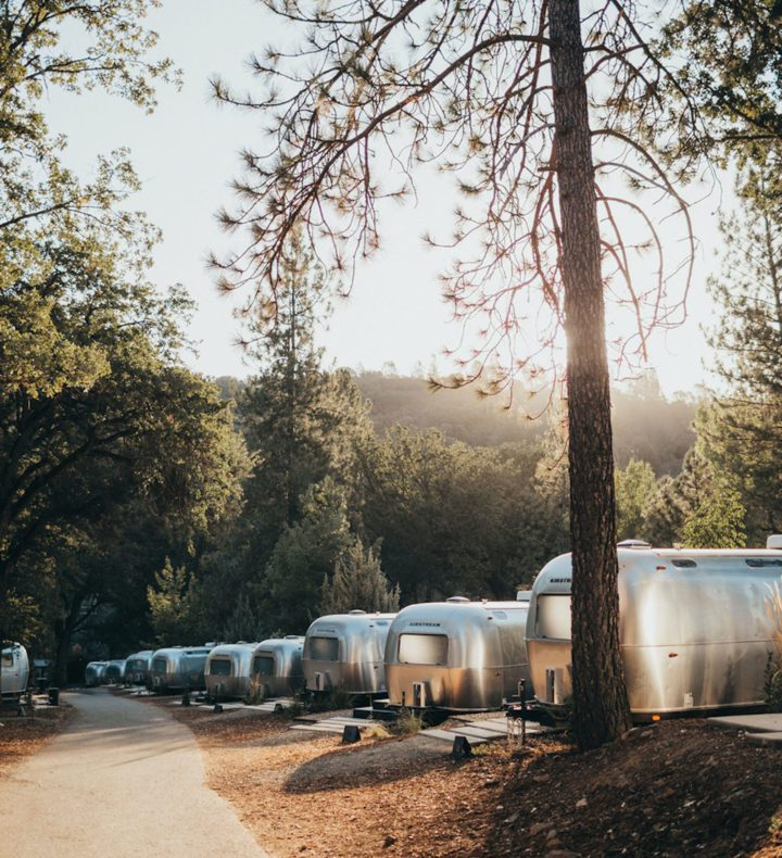 Golden-hour-sun-with-group-of-airstreams