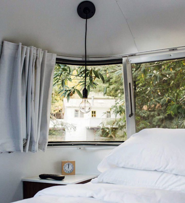 Sidetable-in-airstream