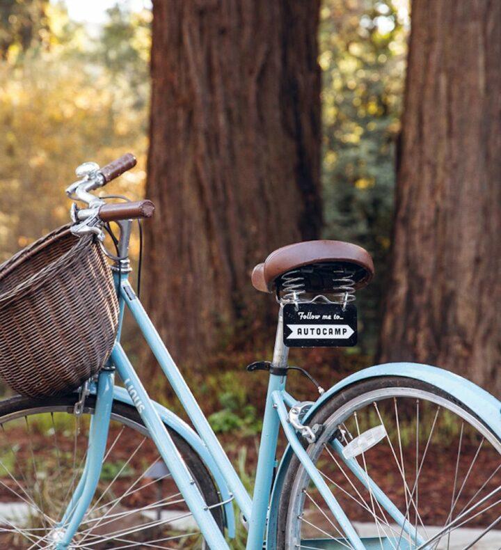 Turqoise-bike-at-autocamp